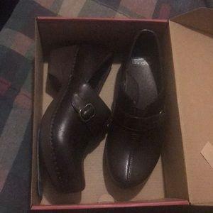 Dansko work shoes..hospital clogs